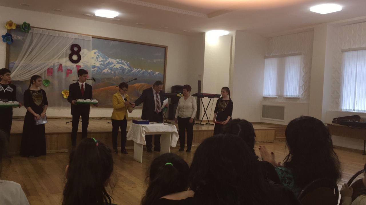 Праздничный концерт для учителей, посвящённый Международному женскому дню.