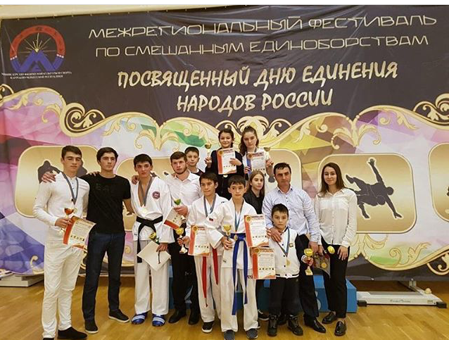 В Карачаево-Черкесии прошёл масштабный зрелищный фестиваль боевых искусств, организованный министерством физической культуры и спорта КЧР.