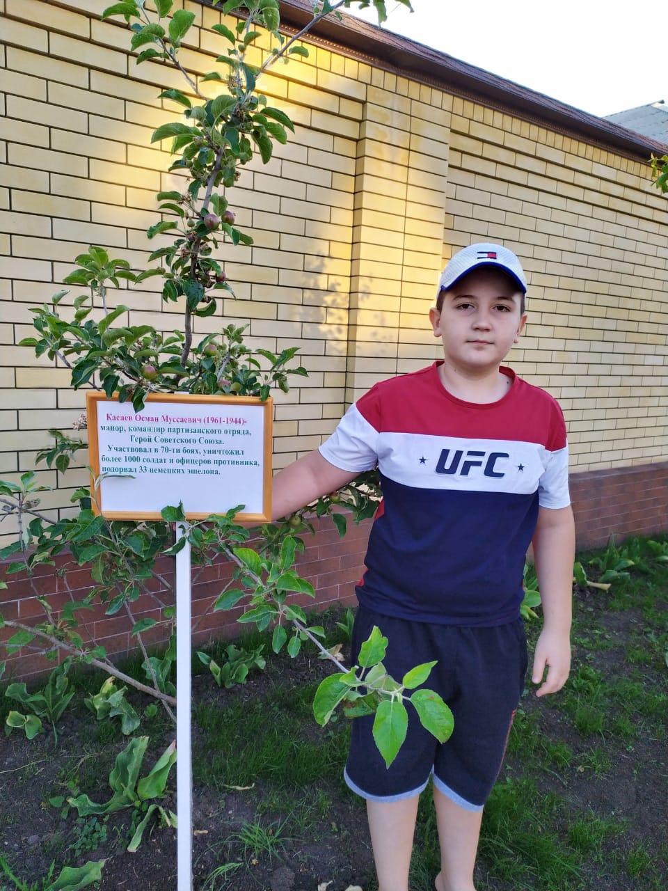 27 мая экологический отряд 6 «В» класса кл.рук. Эдиева И.Р. создали «Зеленый островок в память  о воинах, погибших во время Великой Отечественной войны 1941-1945 годов»